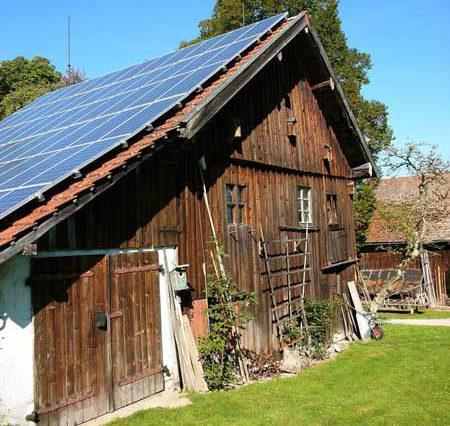 ScheunemitSolaranlageinRottenbuchinOberbayern(1)