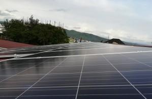 2 x 30 kWp Hybridanlage mit jeweils 96 kWh Batteriespeicher in Afrika